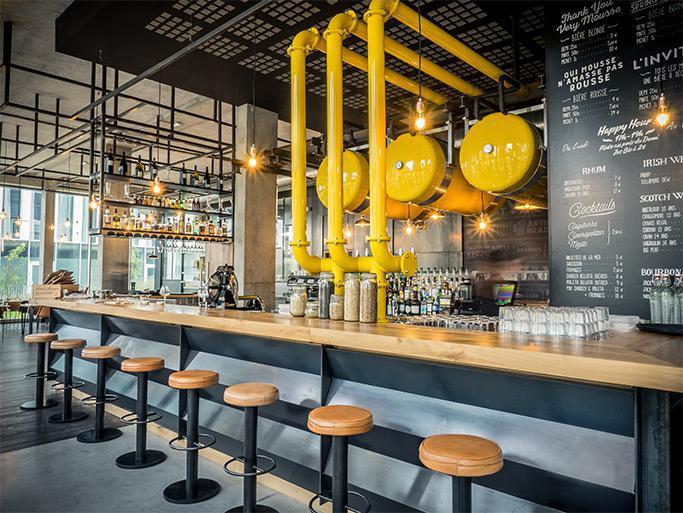 bar restaurant les brass s. Black Bedroom Furniture Sets. Home Design Ideas